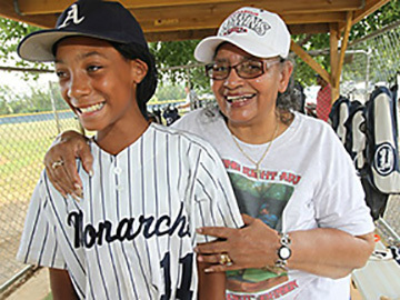"Mo""ne Davis and her friend, Mamie ""Peanut"" Johnson"